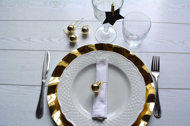 La tavola di capodanno in black gold 3 idee per un segnaposto elegante e chic morsi di stile - Tavola di capodanno idee ...