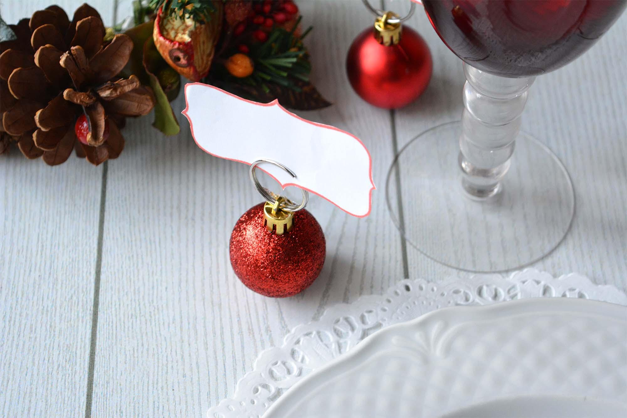 Pallina di Natale segnaposto, un'idea fai da te per una tavola di stile