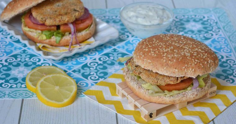 Burger di tonno (in scatola) con salsa allo yogurt