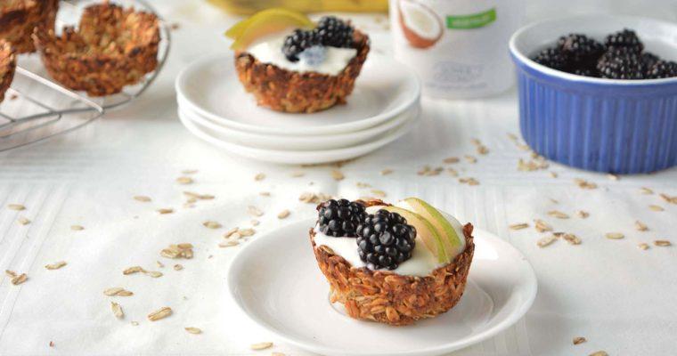 Cestini di avena con yogurt e frutta (Granola Cups)