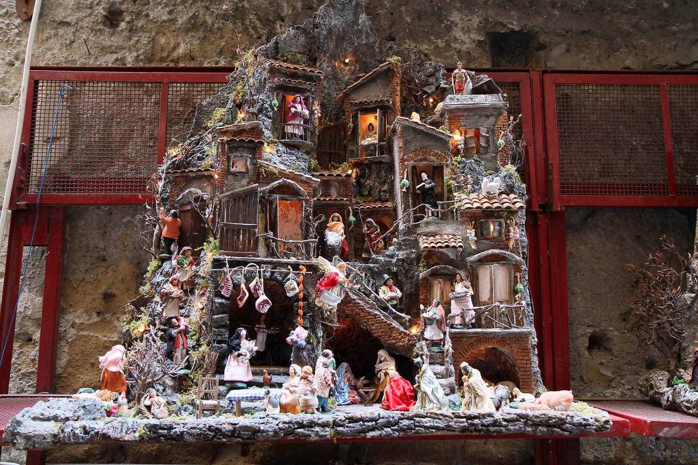 San gregorio armeno storia e curiosit della celebre via - Presepi fatti in casa ...