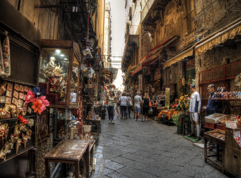 San Gregorio Armeno: storia e curiosità della celebre via dei presepi di Napoli