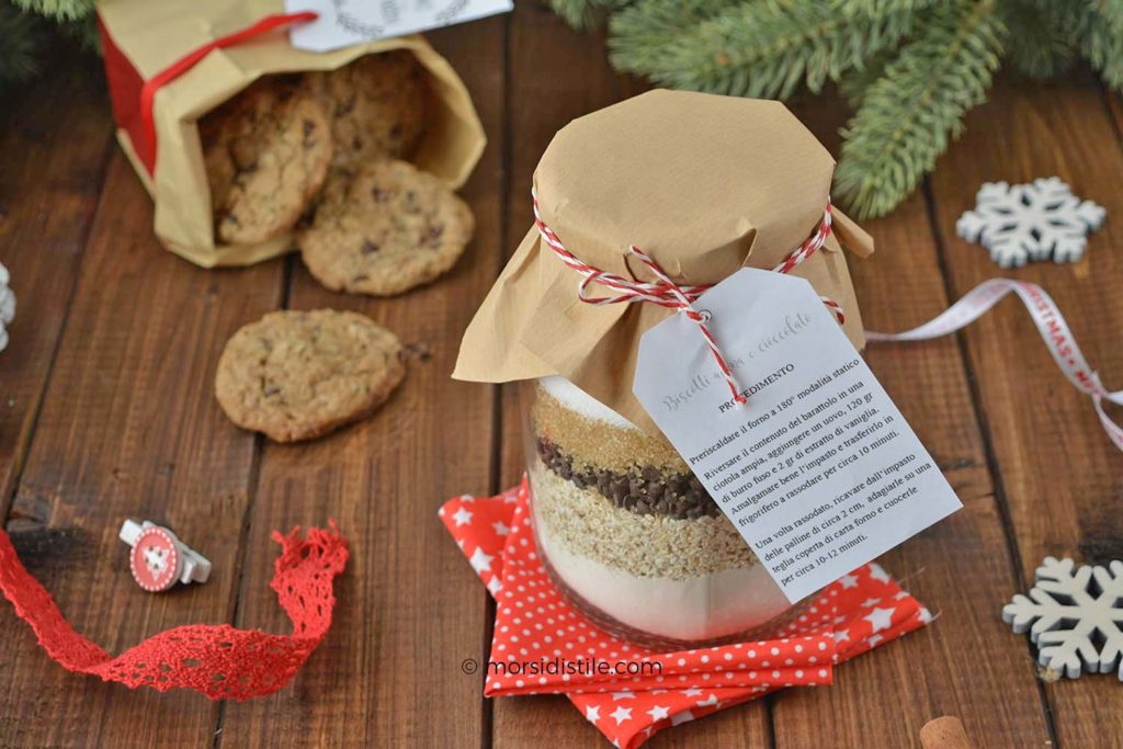 preparato biscotti di avena e cioccolato in barattolo