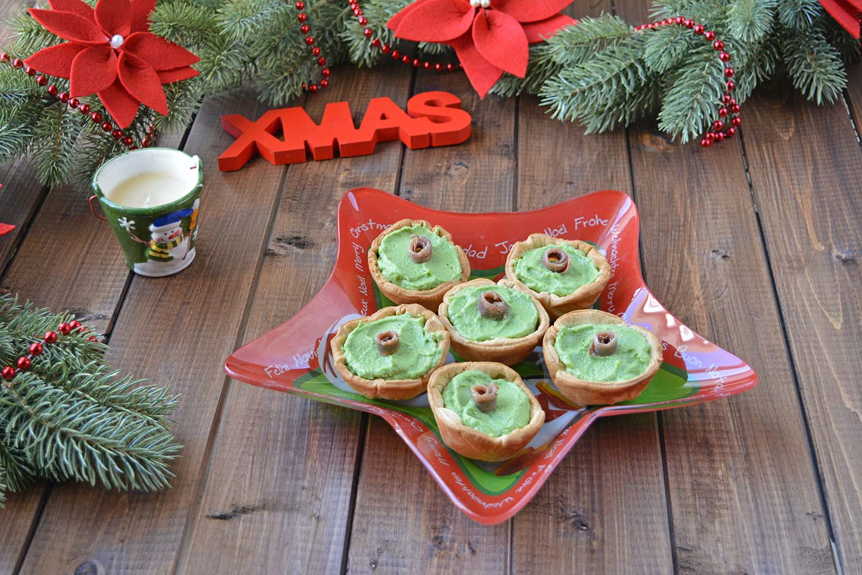 Tartellette di brisée con mousse di broccoli